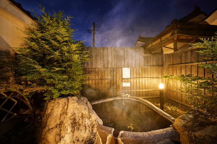Newly renovated! New huge entrance and new Japanese style room With outdoor Hot spring! Up to 17 ppl