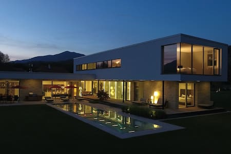 Deluxe vacation house with Pool