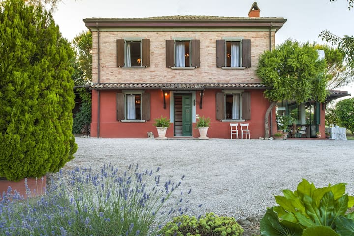 Serene Holiday Home in San Giovanni with Garden