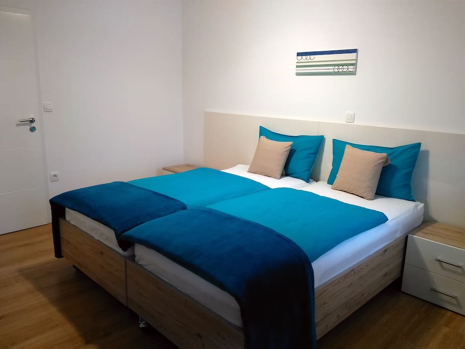 The 2 beds can also be physically separated