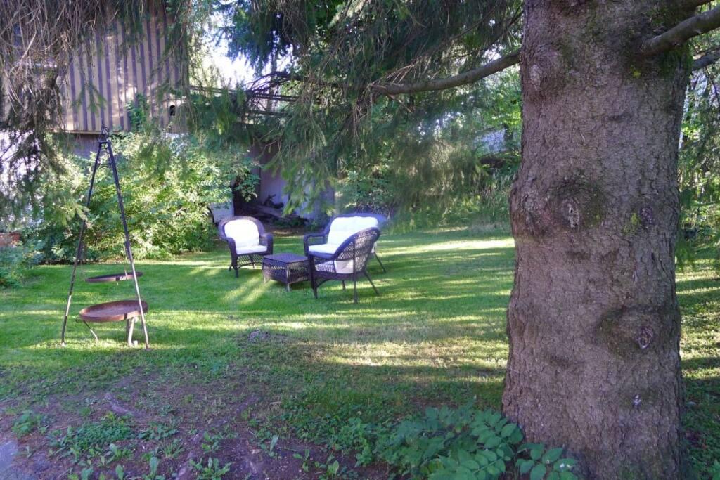Sitzplatz mit mobilem Grill