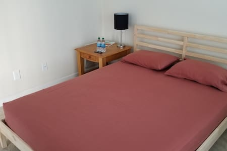 Private Secluded Room for 2 w/Qn Bed & Full Bath