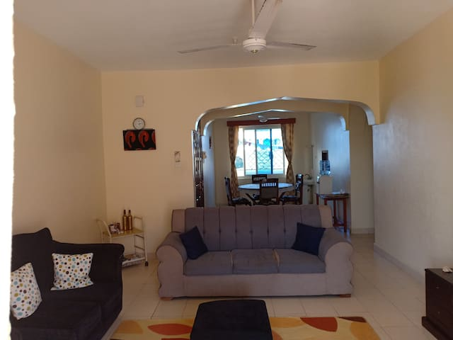 Shared living area with cable tv.internet access .YouTube .Netflix.