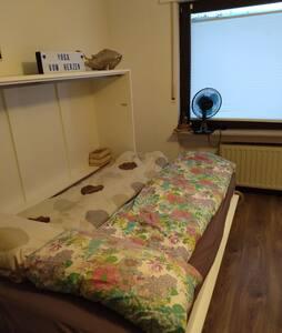 sehr ruhiges Zimmer