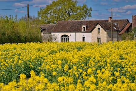 Ferme paisible entre champs et bois - Villedieu-le-Château - Rumah