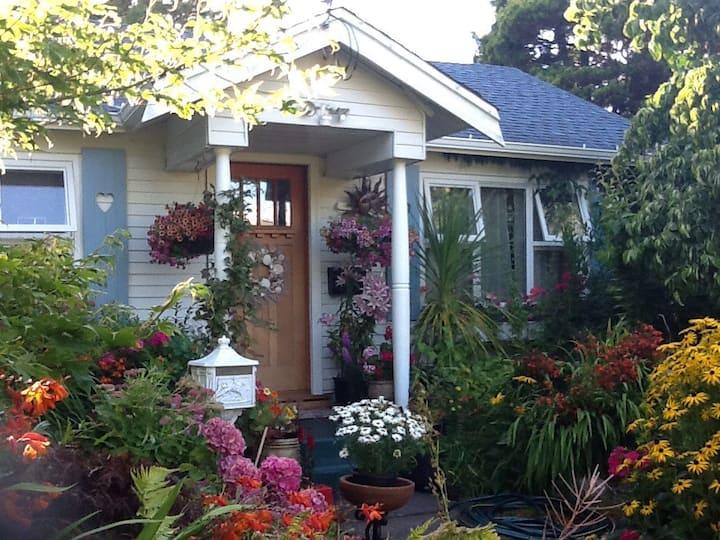 Lovely Garden Cottage