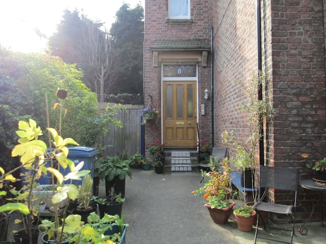 Quirky Victorian Hideaway - double room entire apt - Liverpool - Byt