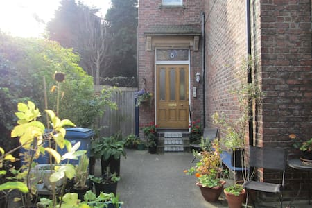 Quirky Victorian Hideaway - double room entire apt - Liverpool