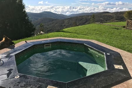 Andes Mountain Escape: Stunning Views and Hot Tub!