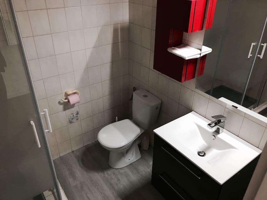 Salle de bain du mini studio