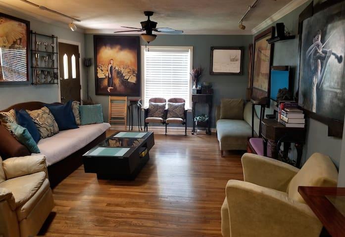 Beautiful 5 room hardwood home!