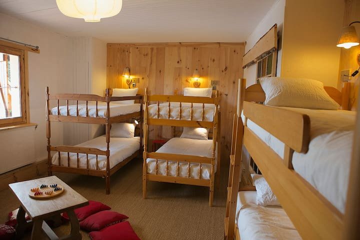 Shared room 6 beds