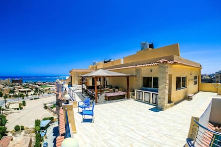 SeaView Rooftop Villa, Heart of Mersa Matruh, 3bdr