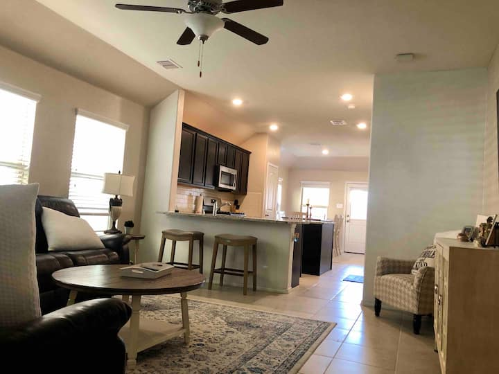 Cute home 15-20 mins away from downtown Fort Worth