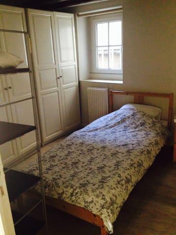 Three-bed apt in Paris centre