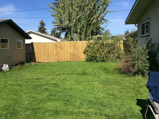 Fabulous 2 Bdrm Bsmt great centrally located suite