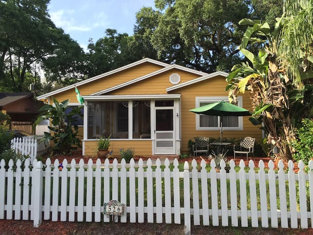 Charming Comfortable Cottage in College Park