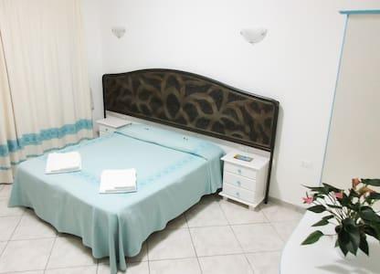 Camera doppia/matrimoniale+bagno privato+colazione - Villasimius - Bed & Breakfast