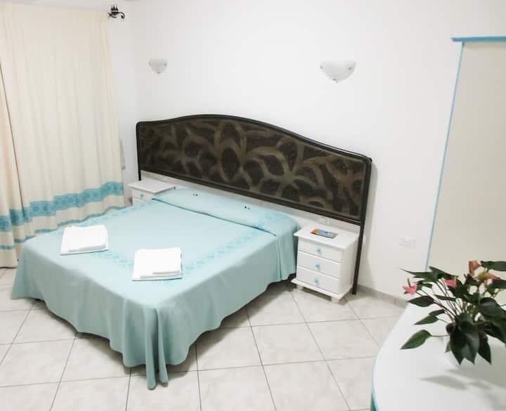 Camera doppia/matrimoniale+bagno privato+colazione