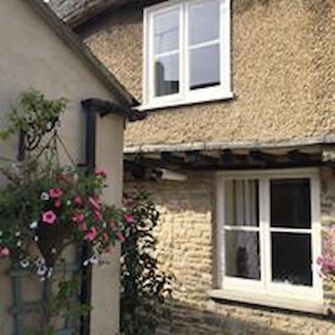 17th Century cottage in Oxfordshire town centre