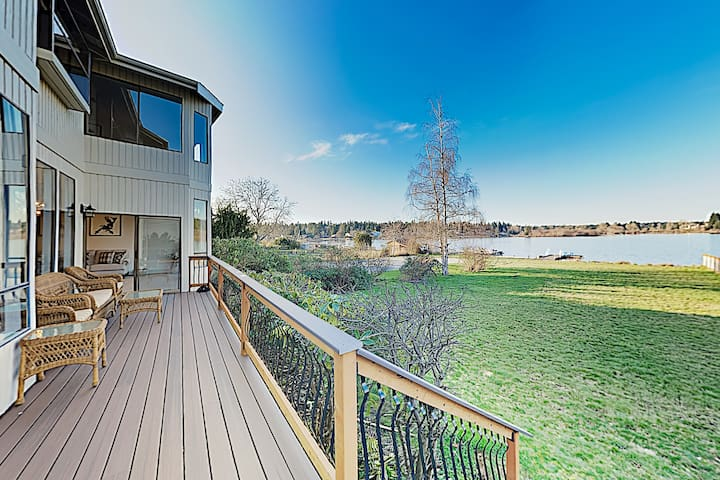 New Listing! Gorgeous Lakefront Home w/ Dock