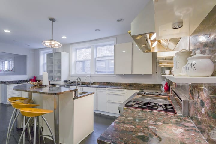 2 bedrooms&2 baths in large 5 bed/3bath penthouse