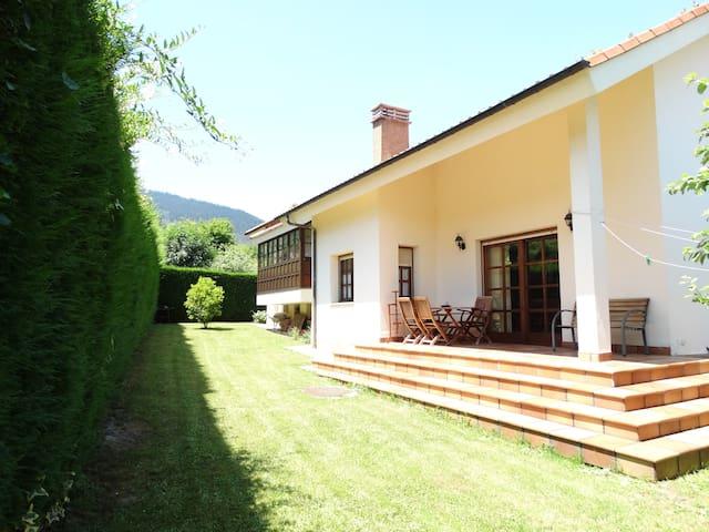 Chalet rústico con jardín en Salas - 10 personas