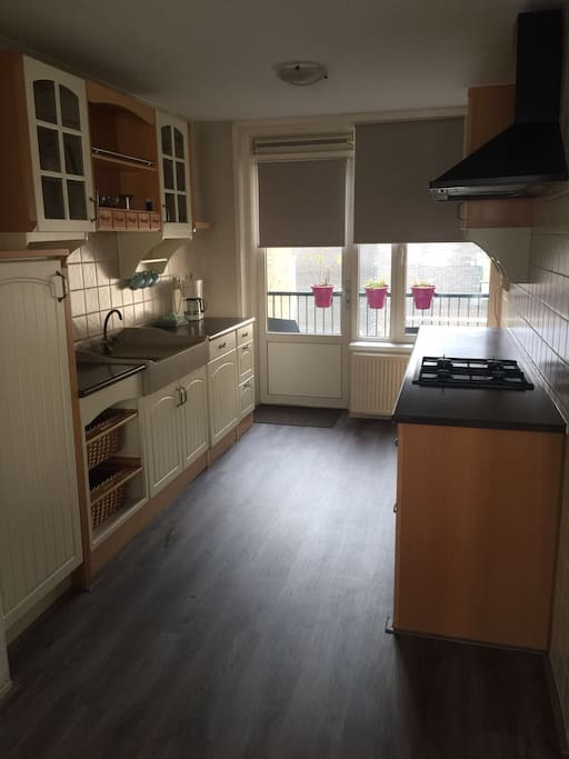 Fully equiped kitchen with cutlery, stove, oven, microwave, dishwasher, water kooker, coffee maker, glasses, pots, pans etc. Access to the balcony.