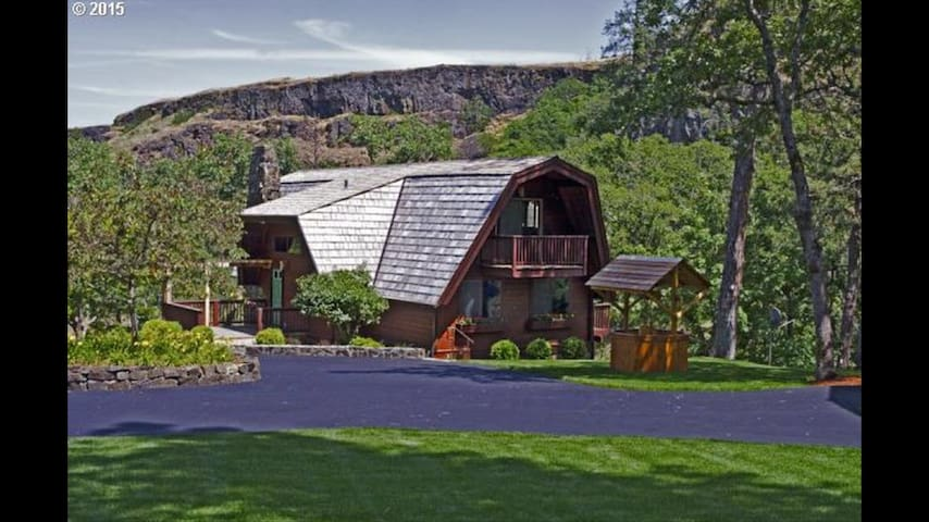 Cascadian Cabin in the Canyon