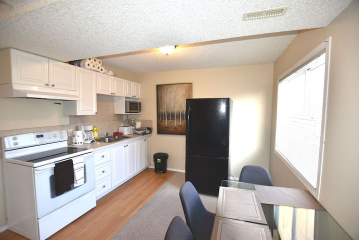 Luxury Suite near CalgaryAirport*Wifi*Free Parking