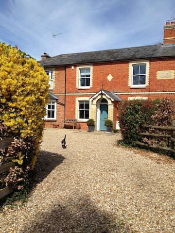 Beautiful Bed and Breakfast in The Chilterns - Stoke Row - Huis
