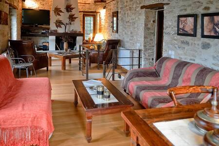 Vaya's Home: Πέτρινο σπίτι στο Πήλιο, Άνω Γατζέα - Ano Gatzea
