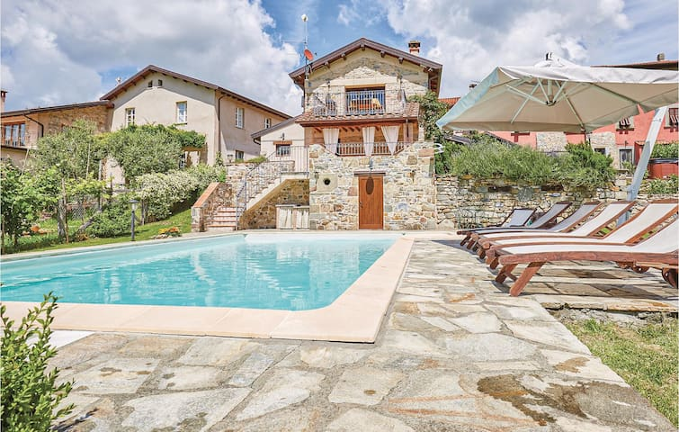 Holiday cottage with 2 bedrooms on 80m² in Fivizzano MS