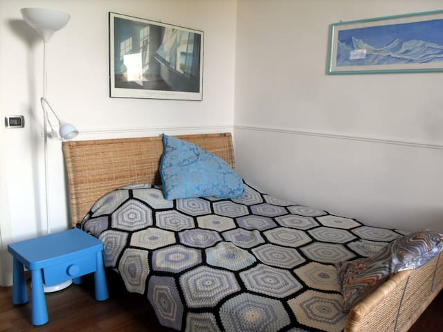 Sunny room private bathroom and free wi-fi - Firenze - Apartment