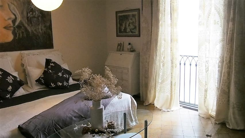 Lovely Vintage style room, in the heart of City