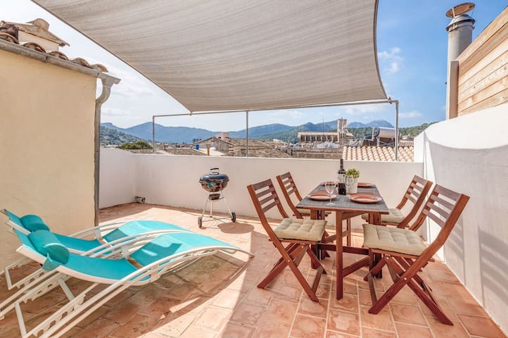 Central town house with a view – Casa Tomeu
