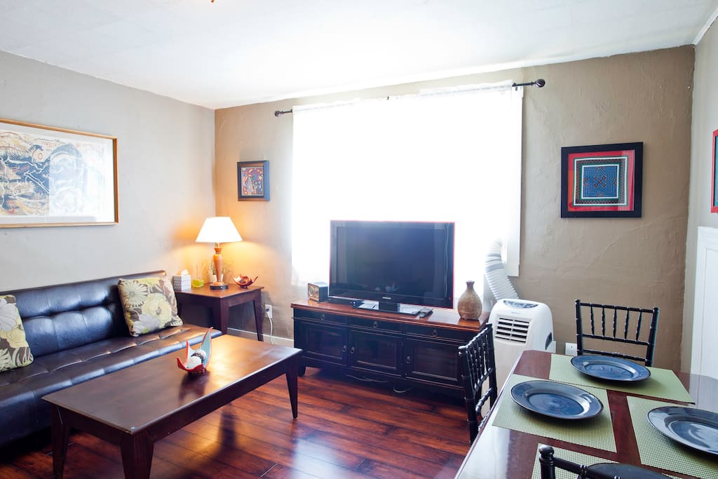 Living room with Cable TV, High Speed Internet