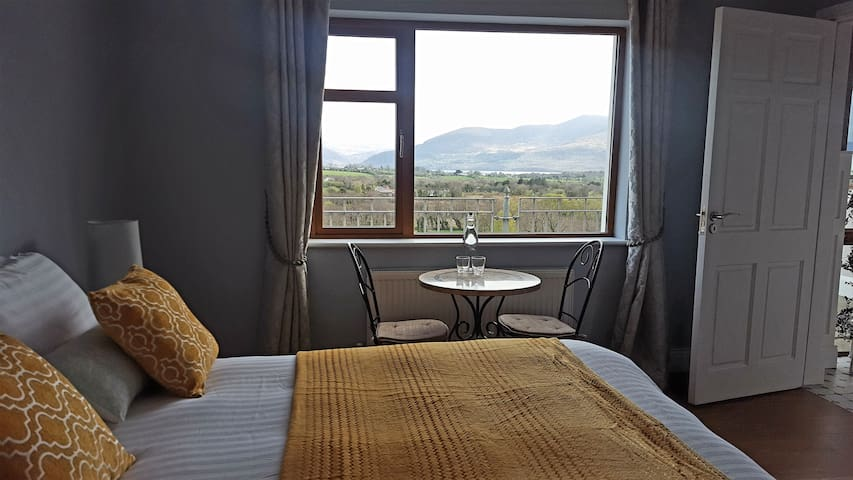 Relaxing Lake view double room En-suite