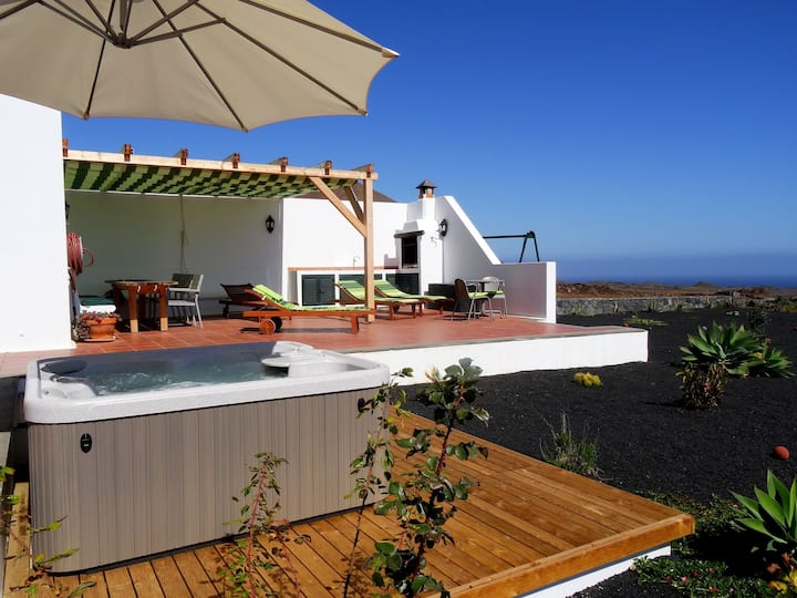Casa Mare in Guatiza with jacuzzi and beautiful sea view