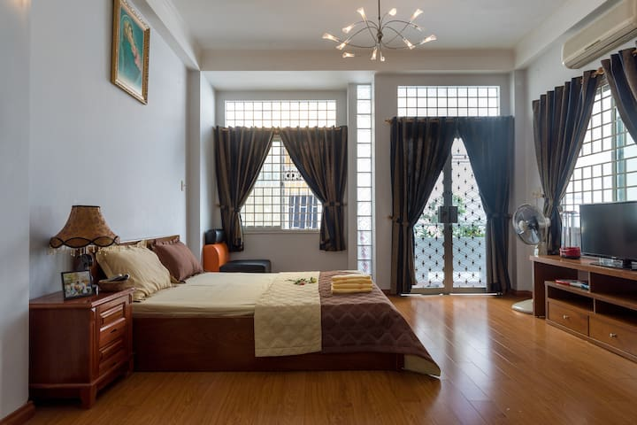 NICE PRIVATE SPACIOUS COZY ROOM IN PHU NHUAN DIST. - Phú Nhuận - House