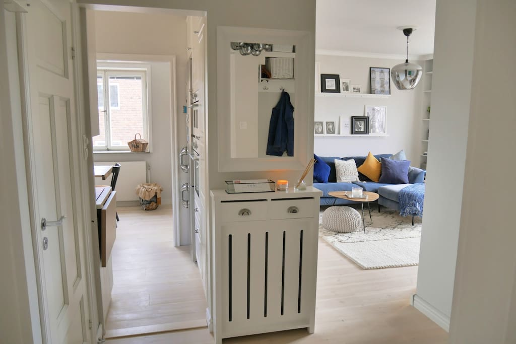 Bright, open space - enter every room from the hallway