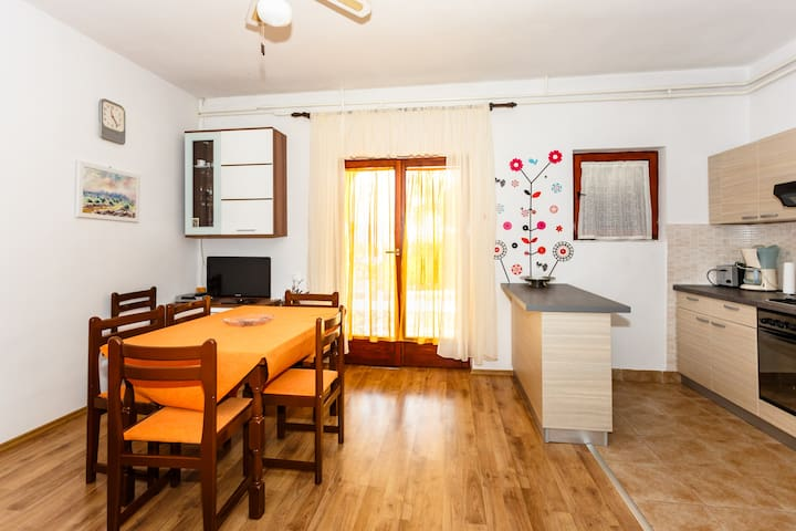 Lovely apartment on quiet location - Risika - Appartement