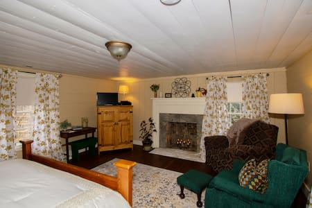 Mountain Laurel Room - Rockford Inn - Dobson area