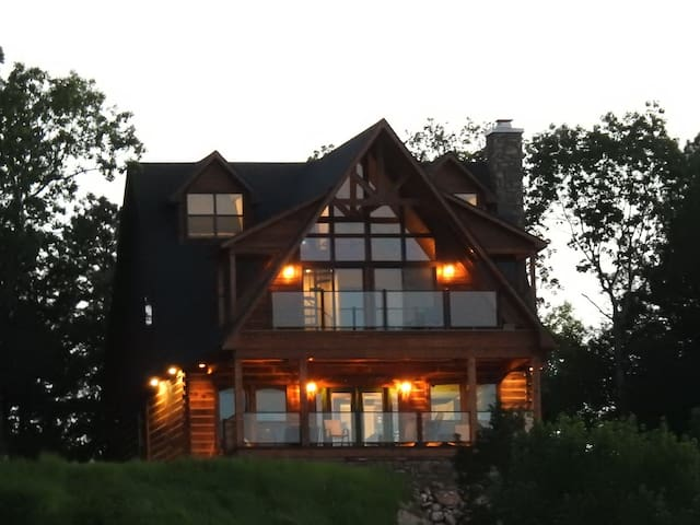 Horsehead Lake Lodge  - Breathtaking Ozark Views!