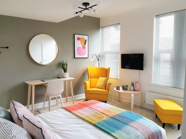 Modern, Fantastically clean, Luxury Ensuite room