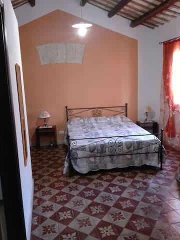 camera da letto+un lettino appartamento ZIA PALMA