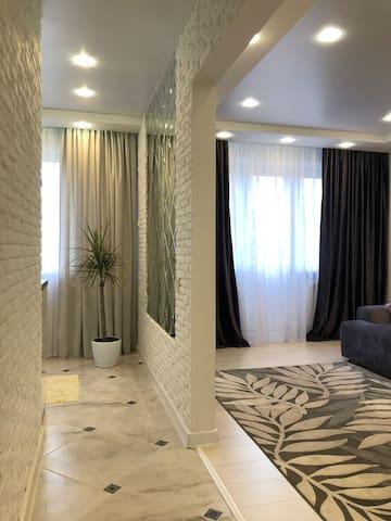 Lux Apartment on Biruzova
