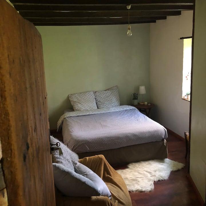 chambre  au calme, dans maison de campagne