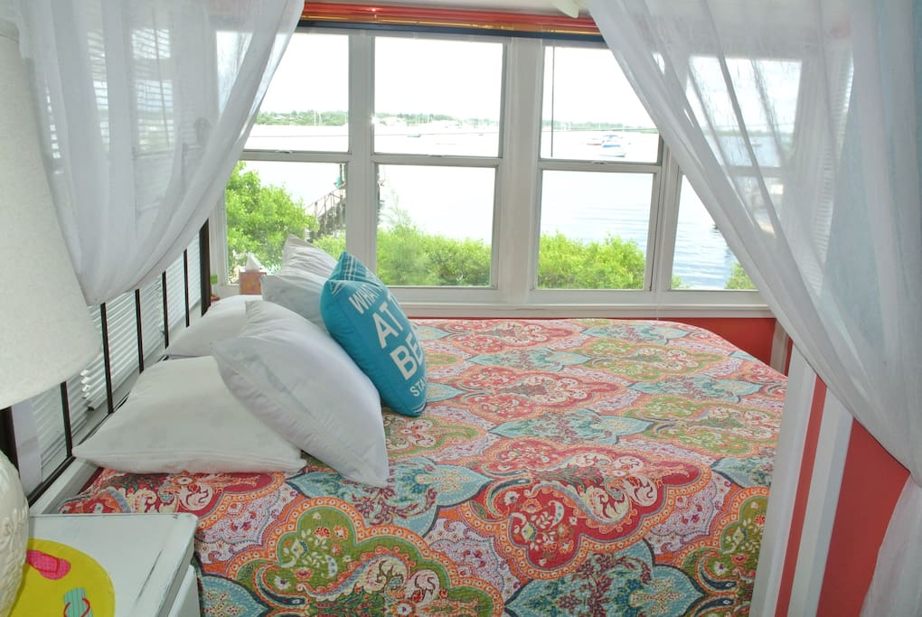 Wake up to the beautiful view of the Sarasota Bay!