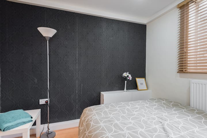 1-JUST 7 MIN WALK TO BIG BEN PRIVATE BEDROOM - London - House